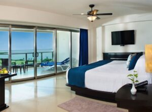 Sunset Suite with Terrace Jacuzzi