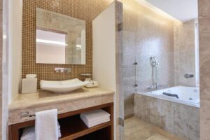 Deluxe Suite with Spa Bath ART