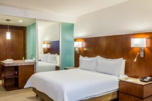 Superior King Room FIP